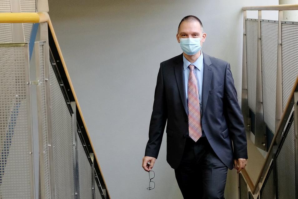Ralf Hänsel begann seine Amtszeit Ende November, als die Infektionszahlen im Landkreis vergleichsweise hoch waren. Er verlangte vor Monaten schon eine Teststrategie für Sachsen, jetzt kann er sie im Landkreis umsetzen.