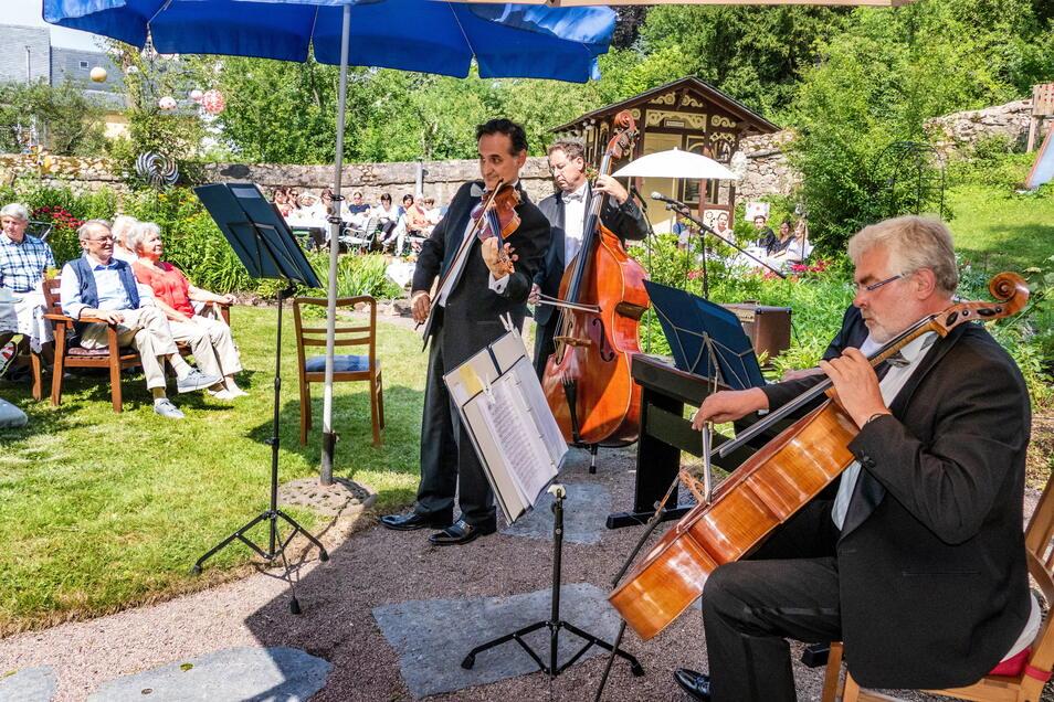 Gartenkonzert im historischen Garten in Waldheim: Zu Besuch waren die Leipziger Salon-Philharmoniker.
