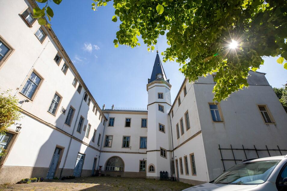 Der Eigentümer will einige Nebengelasse von Schloss Nöthnitz verkaufen.
