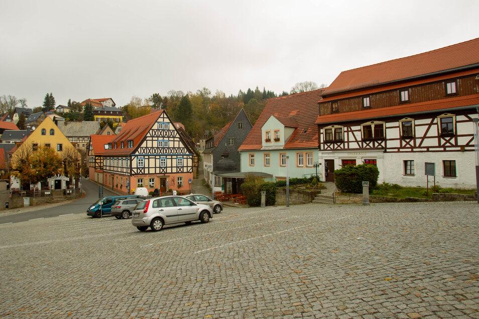 Auf dem Markt in Hohnstein ist noch Platz. Alten Plänen zufolge könnte ein Brunnen den Platz zieren.