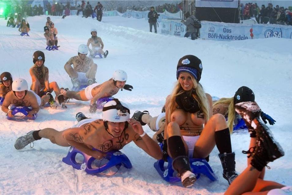 Das heftige Schneetreiben hatte allerdings den erhofften ganz großen Zuschauerandrang verhindert. Mit 10.000 Besuchern war gerechnet worden, nur 4000 schauten letzlich zu.