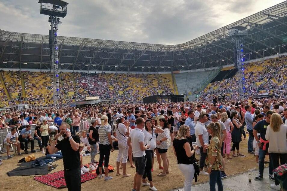 20.000 Gäste im Rudolf-Harbig Stadion zusammen, viele genug für eine gute Stimmung und gleichzeitig wenig genug zum Tanzen.