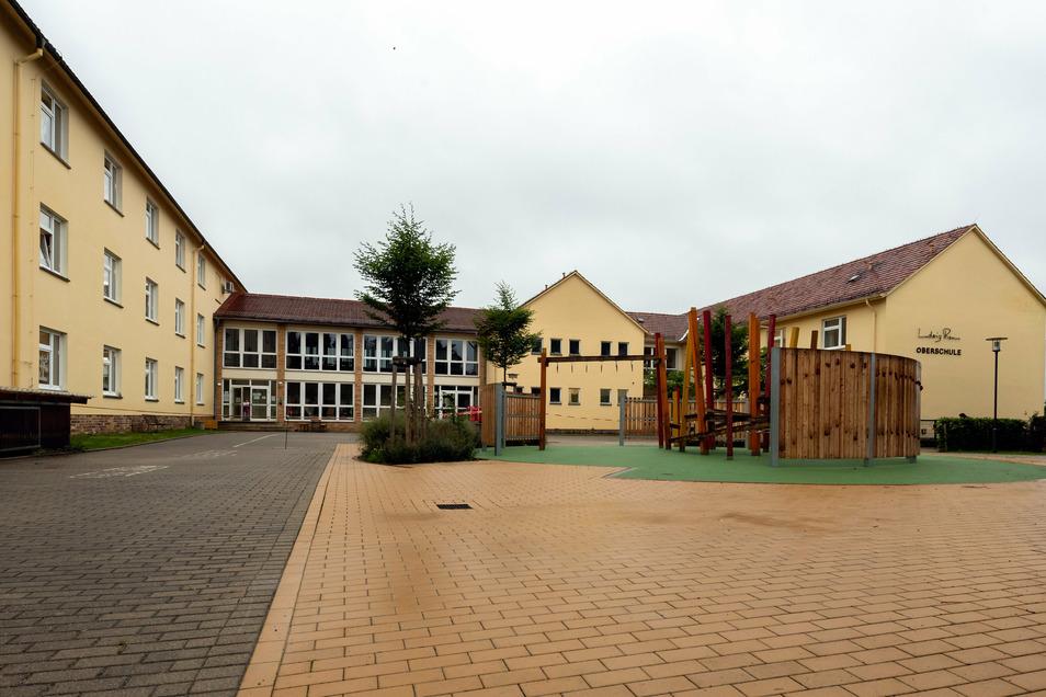 Im vorderen Bereich bekommt die Basaltus-Grundschule einen Anbau. Der soll das Platzproblem lösen.
