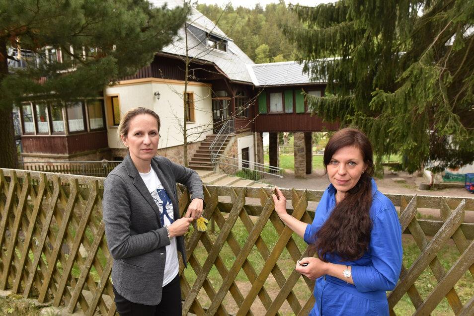 Karina Handel (re.) und Aleksandra Beer kämpfen gegen Verkürzung der Betreuungszeiten im Kindergarten Kipsdorf.