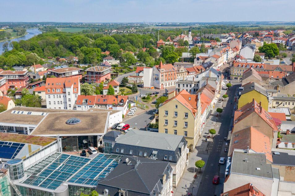 Blick über die Riesaer Innenstadt. Für die Sanierung von Häusern soll jetzt rund eine Million Euro an Fördergeld zur Verfügung stehen.