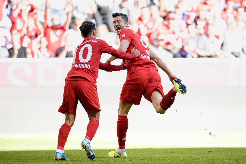 Er trifft und trifft und trifft: Robert Lewandowski (r) machte am fünften Spieltag gegen Köln seine Saisontreffer acht und neun.