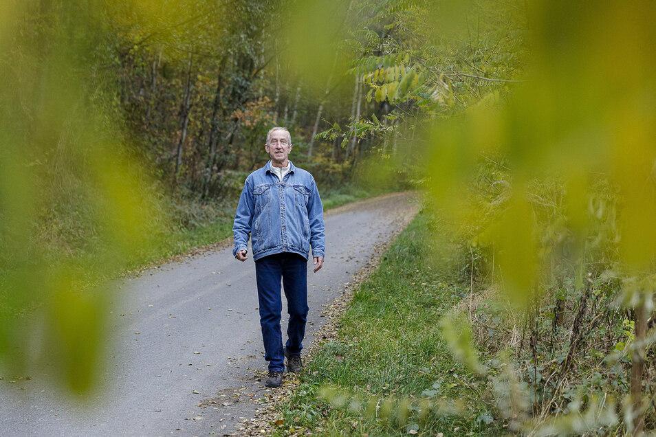 Hendrik Schlegel ist begeisterter Wanderer. Das Gebiet um den Berzdorfer See, hier in der Nähe der Blauen Lagune, nimmt er oft unter die Füße.