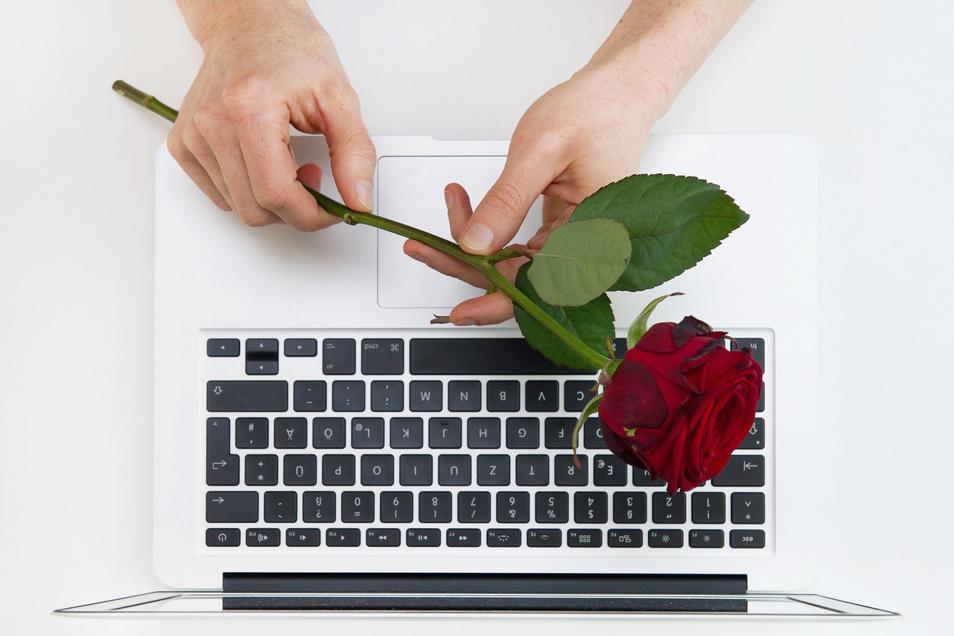 Virtuelles Dating in Zeiten von Corona: Das erste Treffen kann auch online stattfinden.