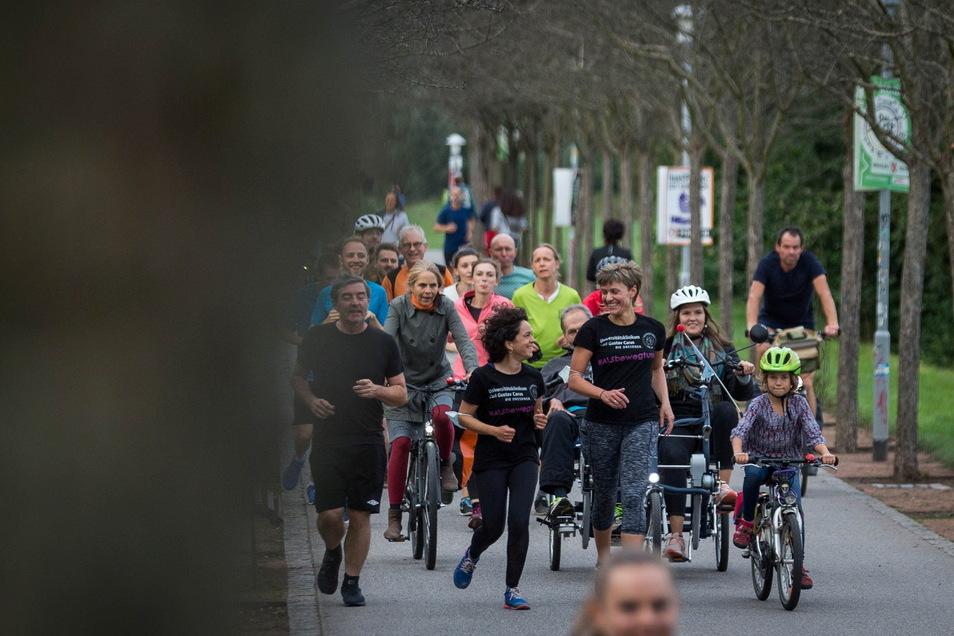 Mitarbeiter der Spezialambulanz für Motoneuronerkrankungen am Uniklinikum Dresden zogen sich vergangene Woche selbst die Laufschuhe an.