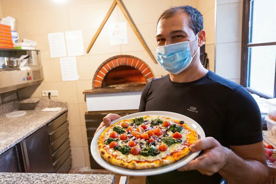 Mit seinen Steinofen-Pizzas zum Mitnehmen brachte Peppe Binascoie das Landhotel Altes Zollhaus in Neuhermsdorf über die Corona-Zeit.