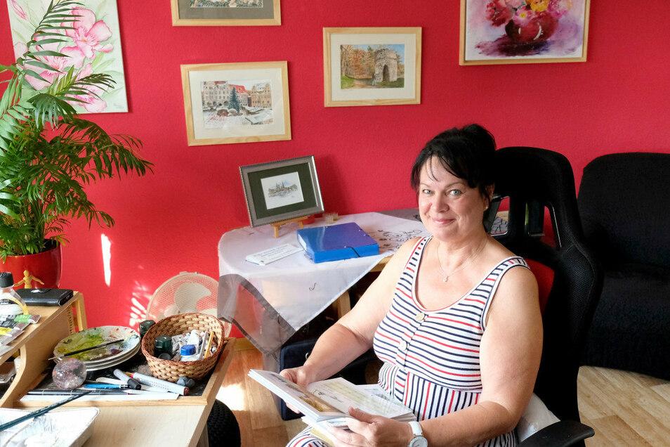 """Wenn die Künstlerin Siglinde Schwarz nicht in ihrem Atelier arbeitet, sitzt sie am liebsten auf ihrer Terrasse: """"Malen ist mein Leben."""""""