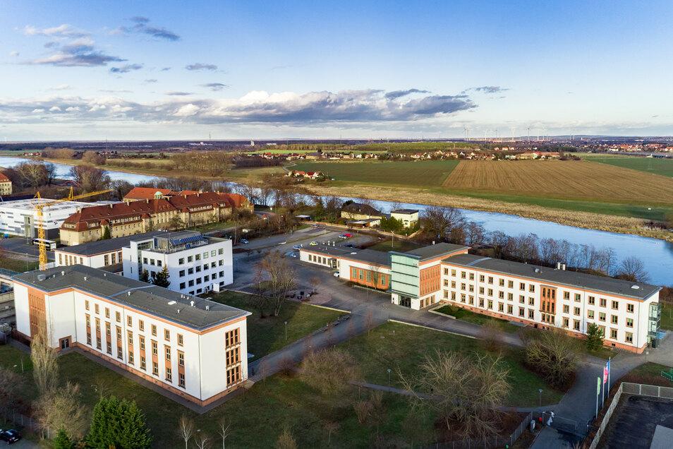 Grüner Campus der Staatlichen Studienakademie Riesa an der Elbe.