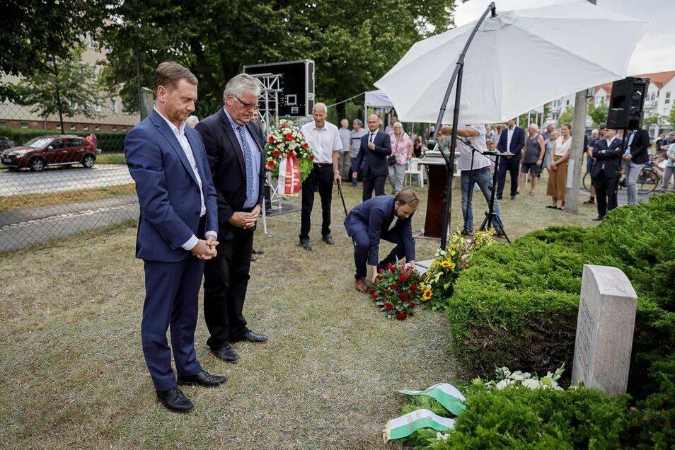 Am Donnerstag in Görlitz war auch Sachsens Ministerpräsident (l.) bei der Gedenkveranstaltung dabei. Neben ihm steht Landrat Bernd Lange.
