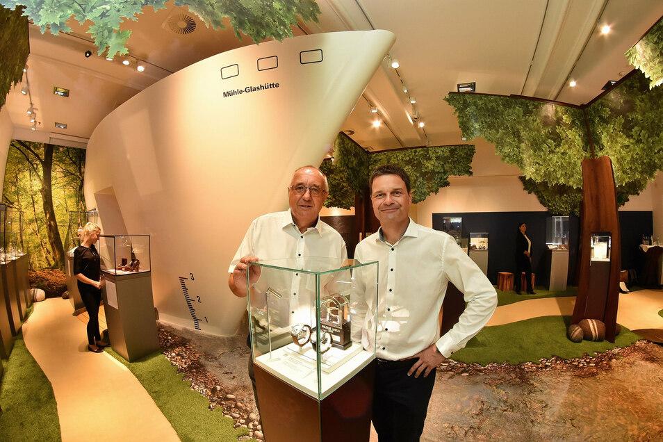 Mit Mühle-Geschäftsführer Thilo Mühle (re.) hat Reinhard Reichel zuletzt eine ganz besondere Sonderausstellung eröffnet. Sie beleuchtete die Geschichte der Unternehmerfamilie Mühle.