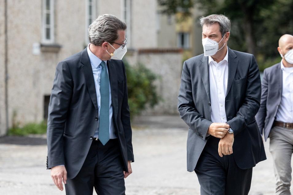 Andreas Scheuer (CSU, l), Bundesverkehrsminister, und Markus Söder (CSU), Parteivorsitzender und Ministerpräsident von Bayern, haben den Zorn der Sachsen auf sich gezogen.