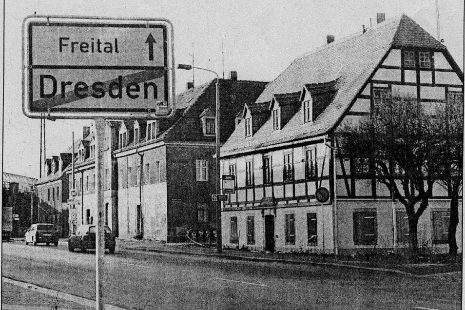 Am Einnehmerhaus beginnt Freital, aus der Tharandter wird die Dresdner Straße.