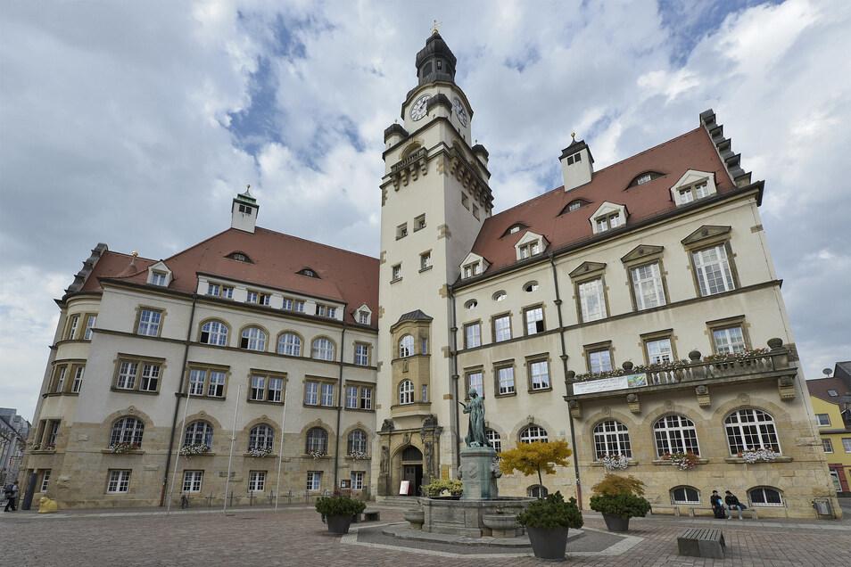 Das Döbelner Rathaus. Zum ersten Mal zieht die AfD mit fünf Stadträten als zweitstärkste Fraktion ein.