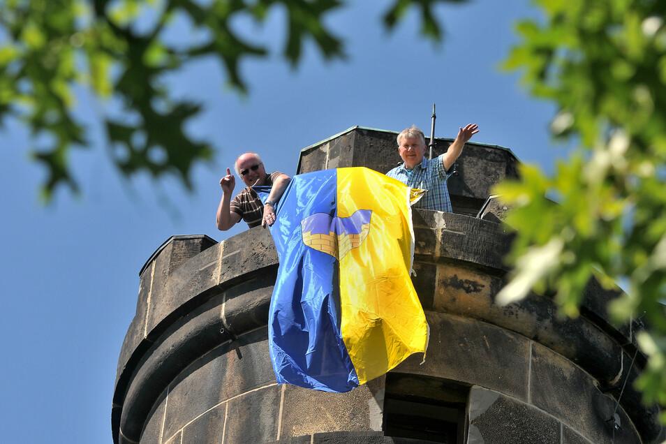 """Regelmäßig zum """"Tag der Oberlausitz"""" am 21. August weht die Oberlausitz-Fahne auch vom Neugersdorfer Bismarckturm."""
