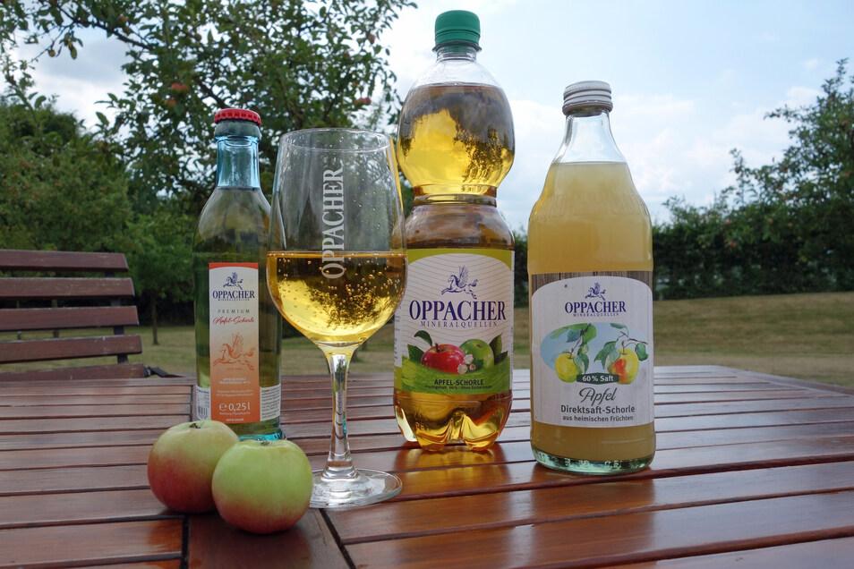 Ob als klassische Variante oder im coolen Retro-Design: Oppacher Apfel-Schorlen besitzen eine ausgezeichnete Qualität.