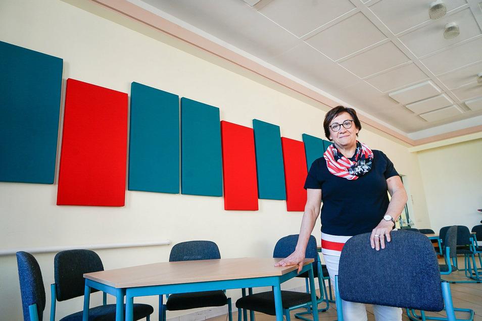 Im Speisesaal in der Großharthauer Grundschule ging es bislang recht laut zu. Seit dort Schallschutz angebracht wurde, ist die Lärmbelastung erheblich gesunken, freut sich Schulleiterin Regine Heitz.