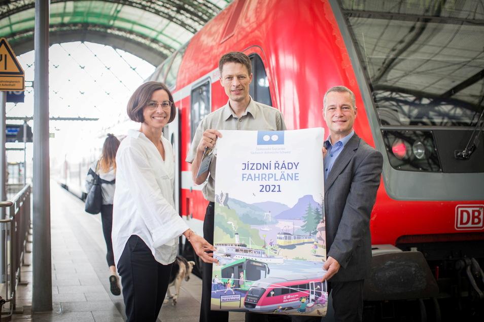 Mit der S-Bahn stressfrei in die Felsenwelt: Gabriele Clauss vom VVO, Nationalparkchef Ulf Zimmermann, und Tino Richter (v.l.) vom Tourismusverband.