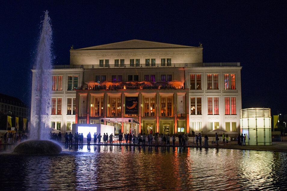 Bis sich wieder Besucher vor der Oper in Leipzig einfinden, wird noch einige Zeit vergehen.