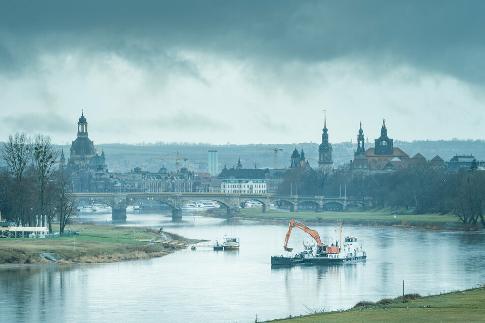 Der viele Regen macht die Elbe langsam wieder zum ansehnlichen Fluss.