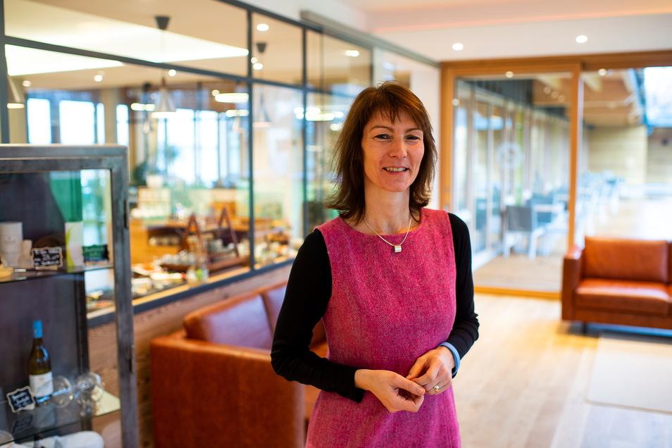 """Nicht begeistert vom Vorhaben in der Nähe ihres Hotels: Ina Lachmann im Hotel """"Insel der Sinne""""."""