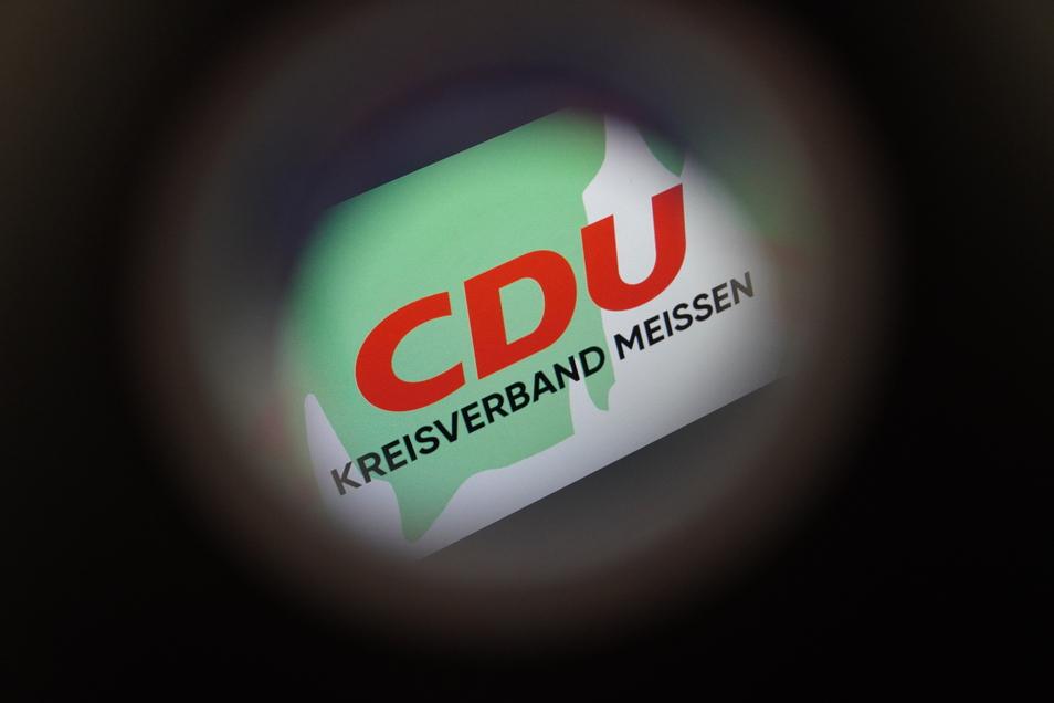 Bekommt die Kurve in letzter Minute: Die Meißner Kreis-CDU setzt den umstrittenen Präsenz-Parteitag in Großenhain ab. Dennoch hat der Streit großen Schaden hinterlassen.