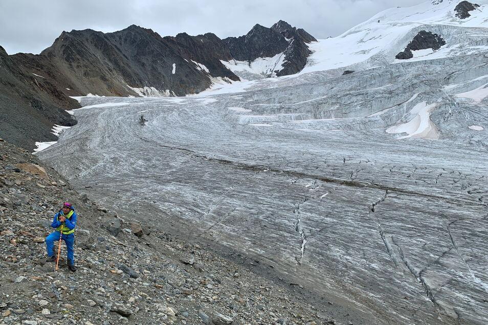 Bergführer Raphael Eiter vor dem Taschachgletscher.