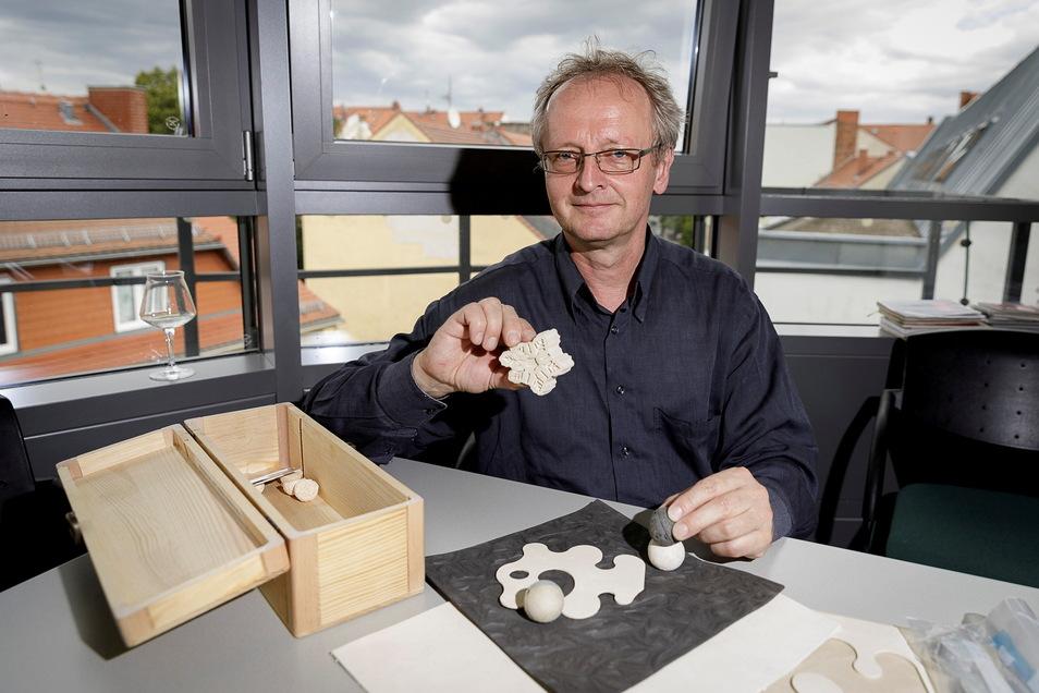 Bernd Wacker ist einer der Gesellschafter von eco-softfibre. Die Firma stellt Schaumstoffe aus Lederabfällen her.