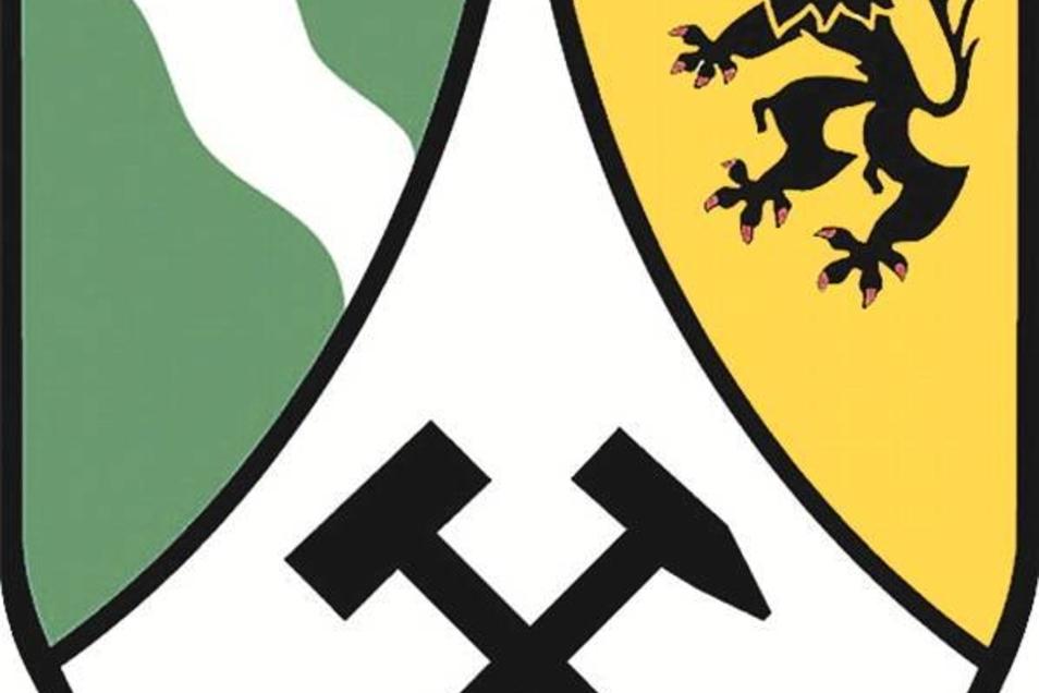 Der Entwurf Landkreis-Wappens stammt von Wolfgang Burkhardt. Die Farben Weiß und Grün weisen auf Sachsen hin, der Meißner Löwe auf die historische Zugehörigkeit zur Markgrafschaft Meißen. Das Wellenband symbolisiert den Flussreichtum, das Grün auch die Na