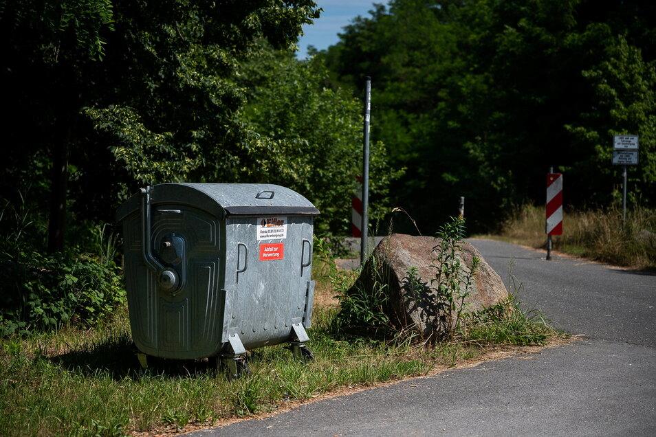 So mancher hatte den nicht mehr kontrollierten Parkplatz bei Hagenwerder zur Müllentsorgung genutzt. Jetzt steht wieder ein Müllcontainer, um das Problem einzudämmen.