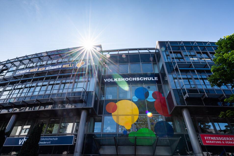 Das Gebäude der Volkshochschule Dresden ist geschlossen, lernen kann man trotzdem