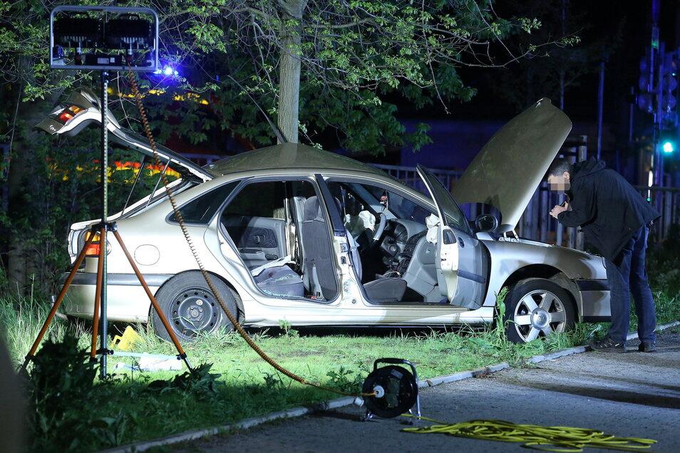 Der Verkehrsunfalldienst der Polizei ermittelt nach dem Crash zur Unfallursache.