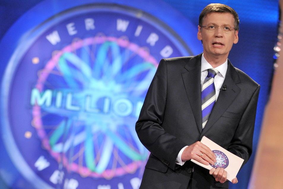 """So kennen ihn Millionen Deutsche: Günther Jauch moderiert die RTL-Quizshow """"Wer wird Millionär?""""."""