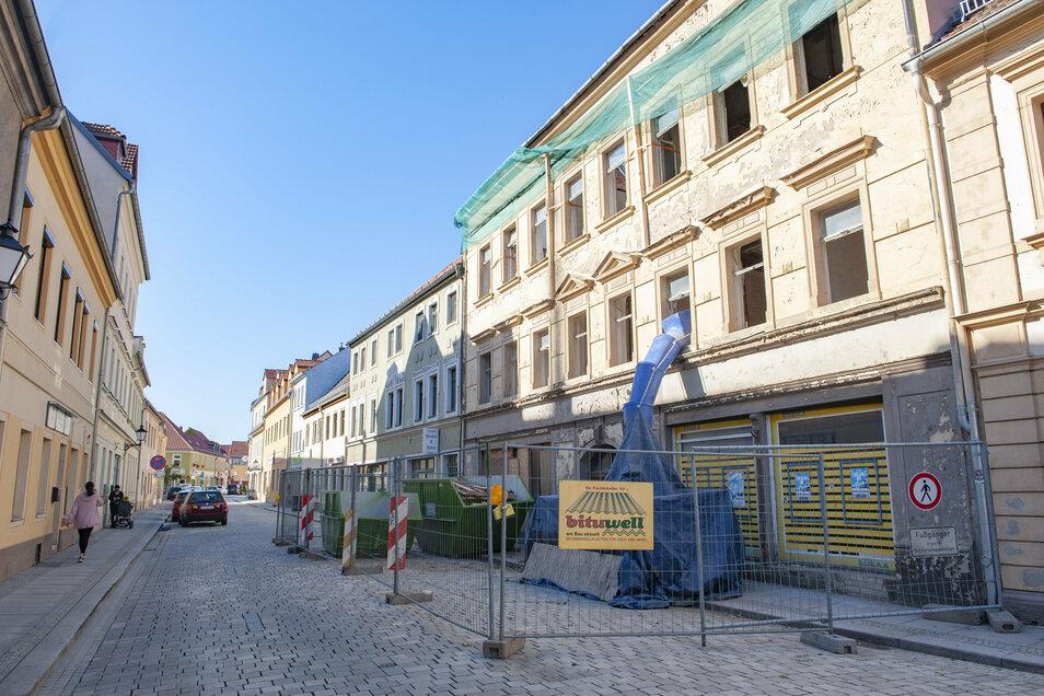 Fünf Wohnungen sollen in dem abrissreifen Gebäude neu entstehen. Die Fassade bleibt erhalten.