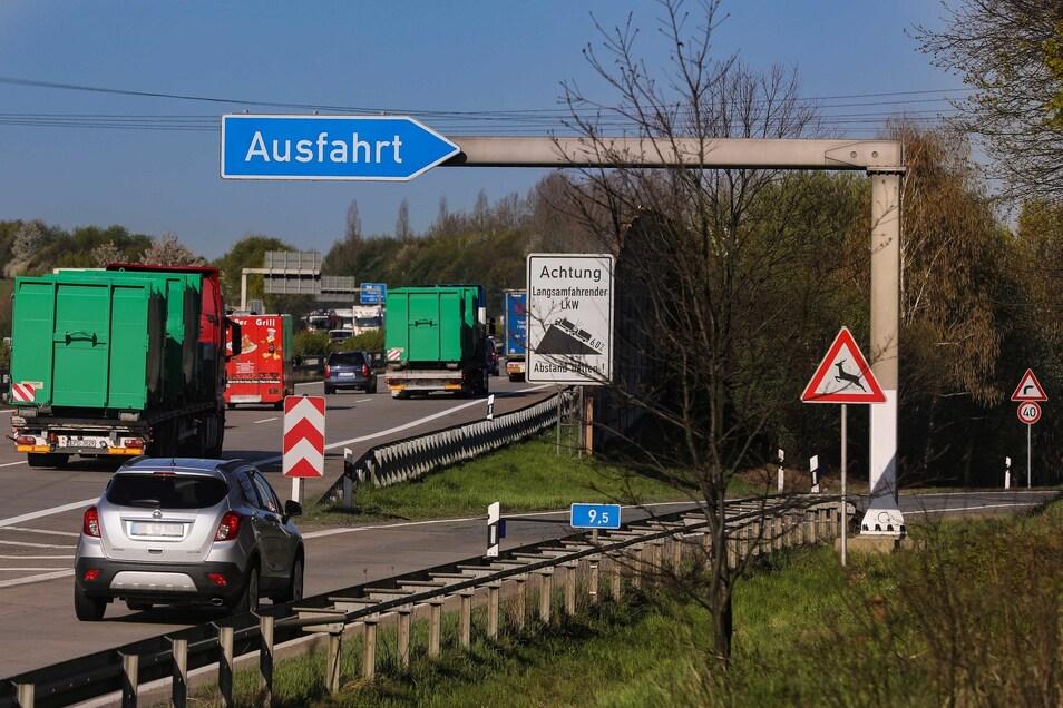 Die Zäune werden genutzt, um Wildtiere von der A4 und den Zubringerstraßen fernzuhalten.