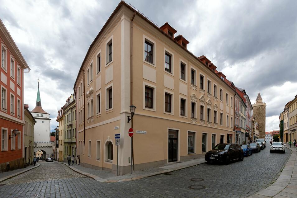 Im Haus an der Wendischen Straße 1 in Bautzen hat der rechtsextremistische Musiker Chris Ares ein Gewerbe angemeldet.
