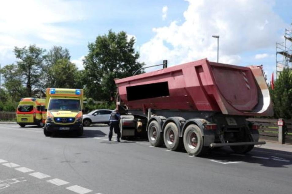 Noch an der Unfallstelle war die Radfahrerin verstorben.