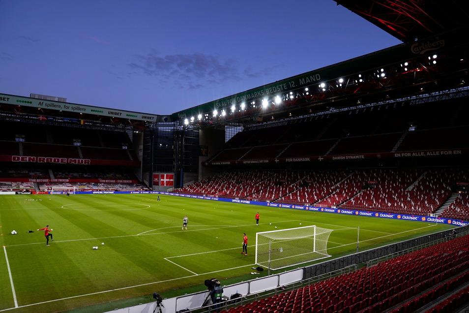 Ins Parken-Stadion in Kopenhagen sind zunächst nur 15.900 Zuschauer zugelassen. Im zweiten Spiel der dänischen Auswahl könnten es schon 25.000 sein.