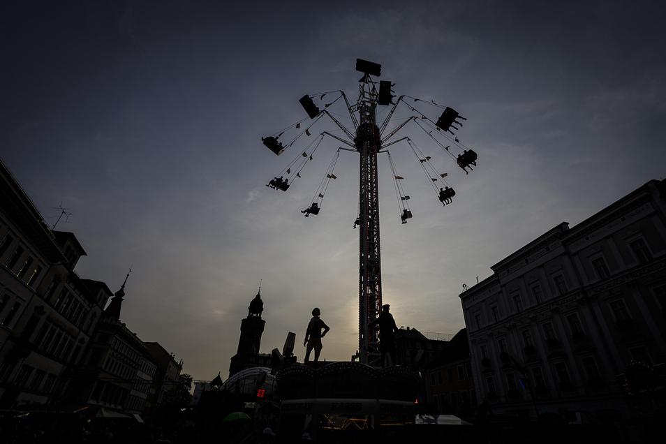 Neu in diesem Jahr war das Riesenkettenkarusell auf dem Obermarkt, das sich in die Höhe schraubte.