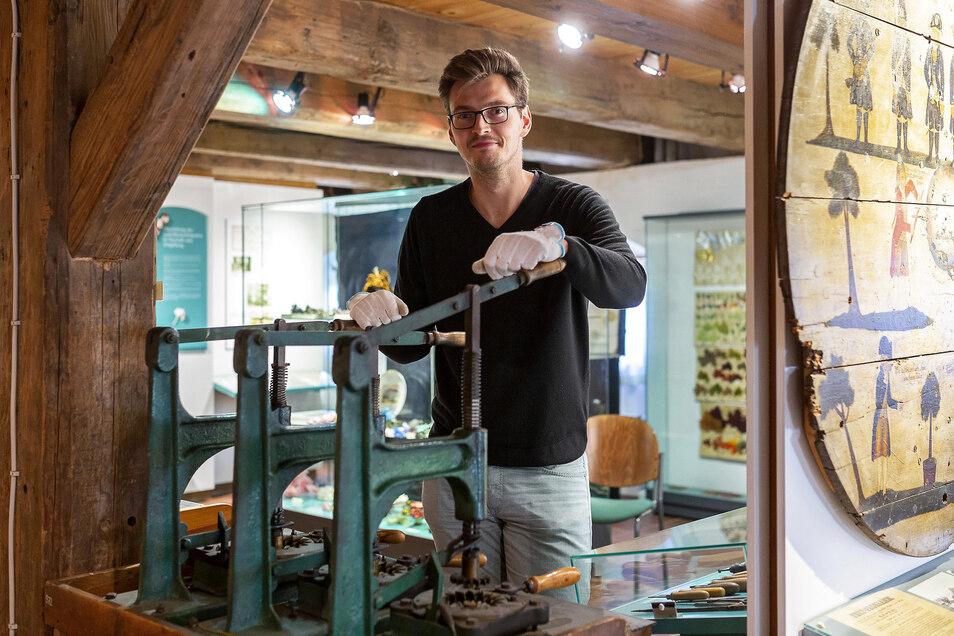 Felix Kossatz, der neue Mitarbeiter im Stadtmuseum in Neustadt, muss bald mit Koffer packen.
