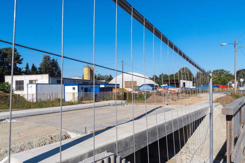 Der Brückenbau an der Poppitzer Landstraße geht aufs Ende zu.