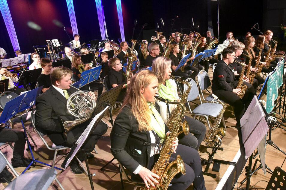 Insgesamt 86 aktive Musiker gehören zum wohl ältesten Löbauer Musikverein, der 1969 als Fanfarenzug gegründet wurde.