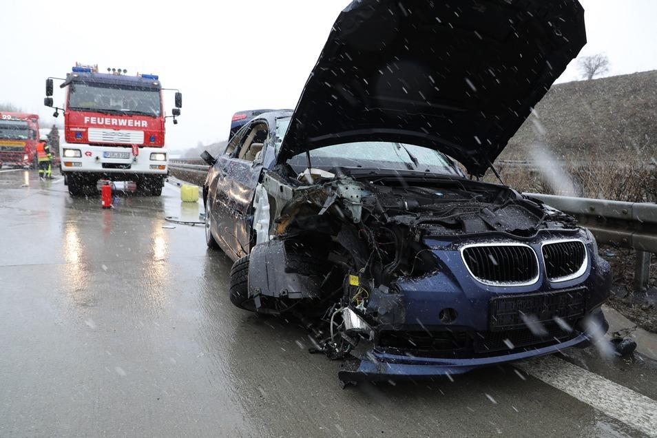 Der BMW erlitt Totalschaden, der Fahrer wurde schwer verletzt.