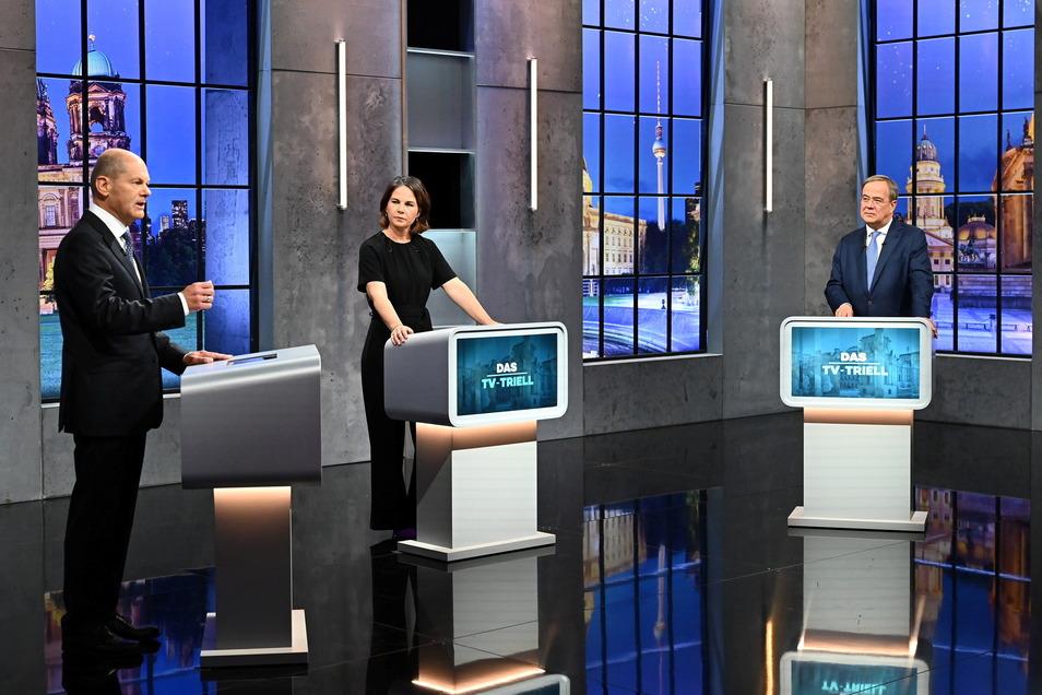 Olaf Scholz (l, SPD), Annalena Baerbock (Bündnis 90/Die Grünen) und Armin Laschet (CDU/CSU) im Studio H im Berliner Stadtteil Adlershof.