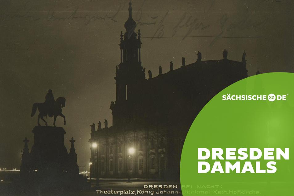 """""""Unter höchstem Schutz"""": Laternen beleuchten den Theaterplatz um 1930."""