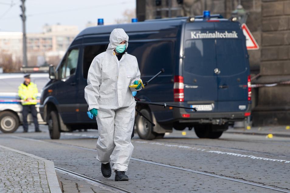Nach dem spektakulären Einbruch in das Grüne Gewölbe in Dresden setzt die Polizei die Spurensuche fort.