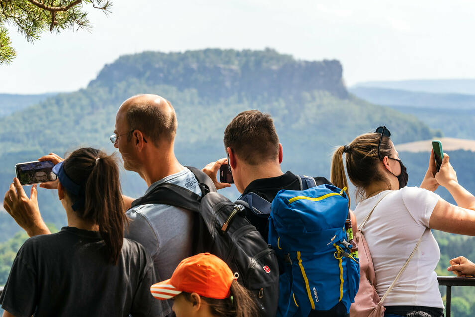 Mit Beginn der Herbstferien stehen die Wandergebiete in der Sächsischen Schweiz wieder hoch im Kurs.